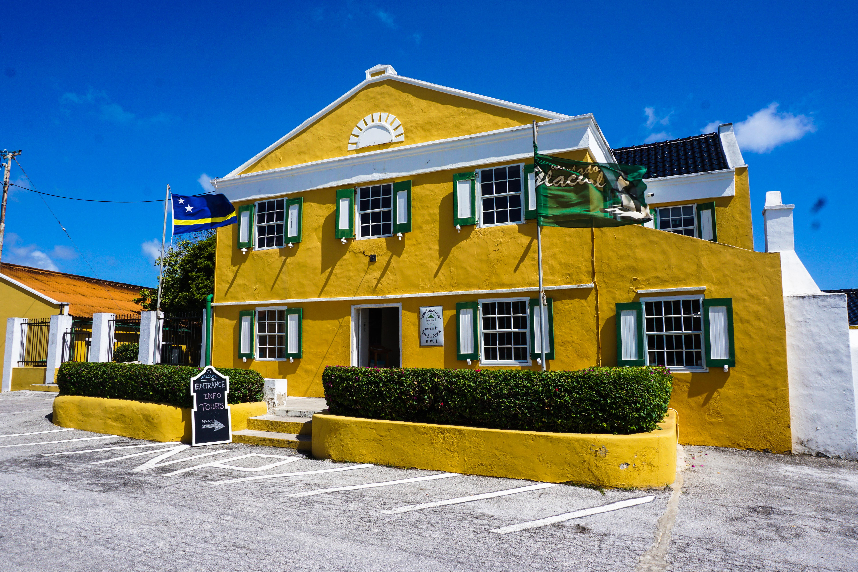 Het landhuis Chobolobo, waar de Blue Curaçao wordt gemaakt